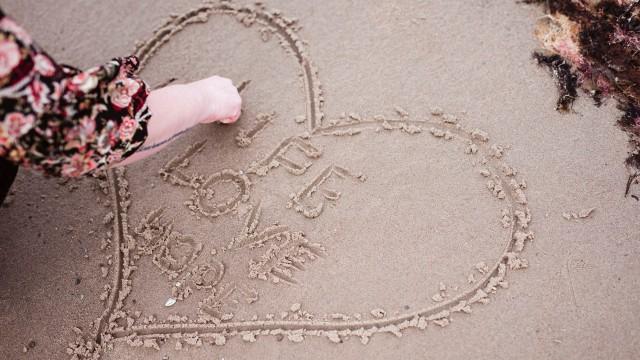 skriver i sand